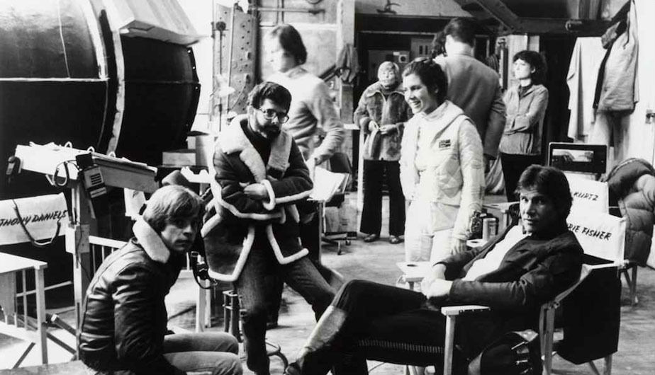 George Lucas junto a Carrie Fisher (Princesa Leia), Harrison Ford (Han Solo) y Mark Hamill (Luke Skywalker).