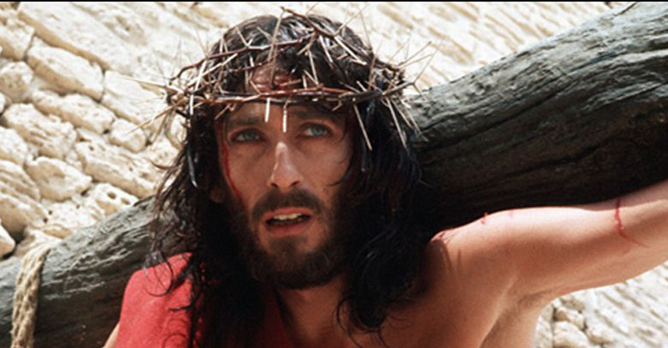 JN Robert-Powell-playing-the-title-role-in-Jesus-of-Nazareth-