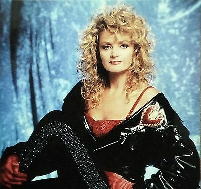 BONNIE-TYLER-HAND-SIGNED-SEXY-RARE-PROMO-PHOTO-_1