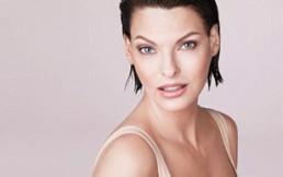 Linda Evangelista: la supermodelo de los 90' que impuso las curvas y el pelo corto