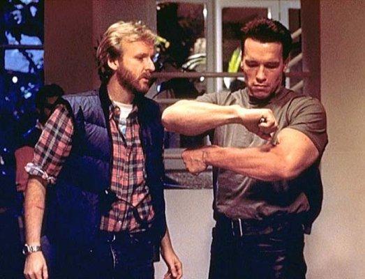 Escena desnuda de Arnold schwarzenegger en Terminator