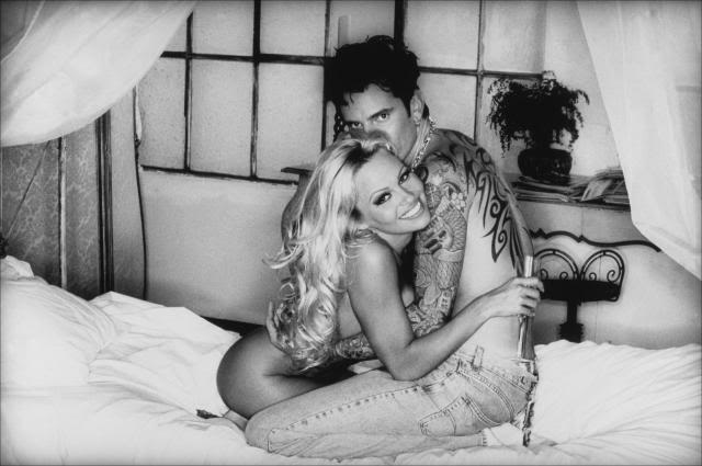pamela-anderson-tommy-lee-hugging-n