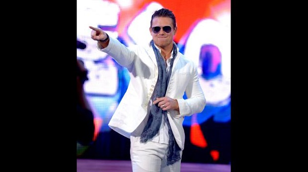 The Miz haciendo su entrada a RAW.