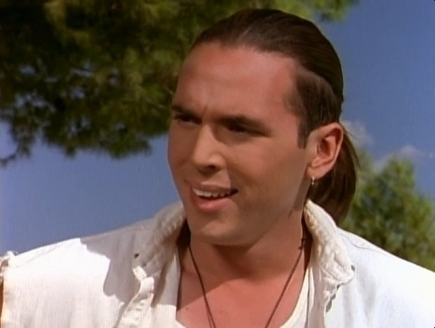Jason David Frank como el Power Ranger verde.