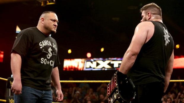 Samoa Joe haciendo su debut en la WWE.