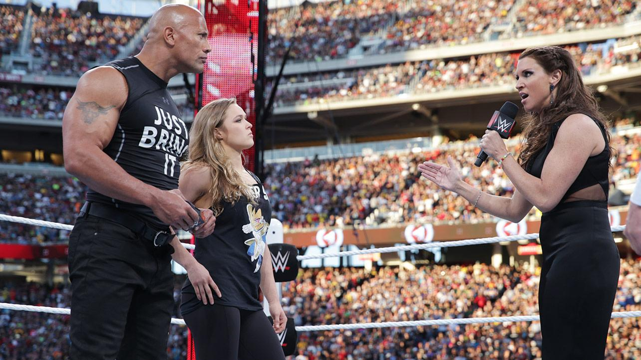 The Rock en su última aparición en Wrestlemania.
