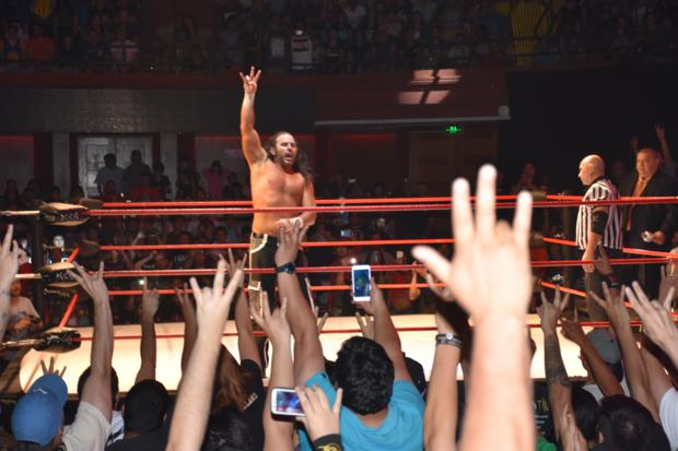Matt Hardy celebrando en Full Destruction.