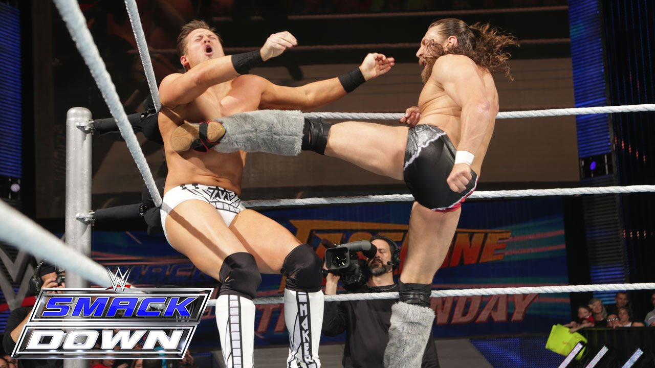 The Miz contra Daniel Bryan en el ring.