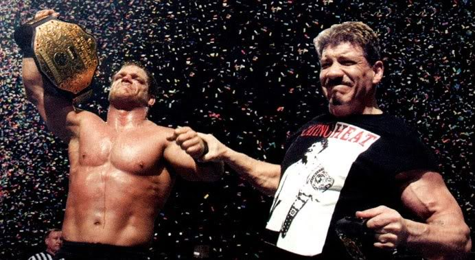 Eddie Guerrero y Chris Benoit al final de Wrestlemania XX