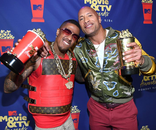 The Rock celebra el premio de MTV
