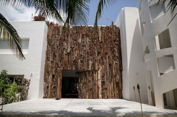 La lujosa casa de pablo escobar en la que te puedes for La mansion casa hotel apurimac