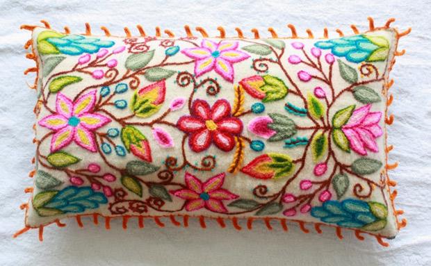 Almohadones bordados lirios |creaciones y manualidades angeles.