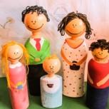 ¿Y si hacemos muñecos de nuestra familia con botellas de plástico? A los niños les encantará