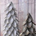 Adornos navideños: ¡Mira qué fácil es hacer un arbolito con cucharas de plástico!