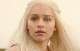 Emilia Clarke Sin Maquillaje Facebook Jpg Pictures to pin on Pinterest