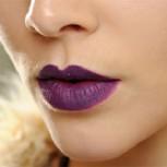 Nueva tendencia en el maquillaje: labiales morados