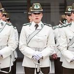 Aspirantes a carabineras fueron maquilladas por profesionales para la parada militar