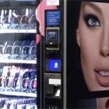Primera expendedora de maquillaje en Chile ya funciona en el metro