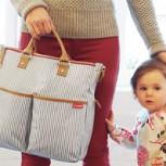 7 madres del mundo muestran qué llevan en sus bolsos para ir a dar a luz: Impactan las diferencias