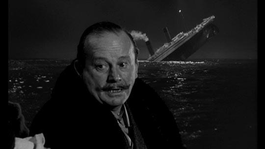 """El empresario naviero J. Bruce Ismay, representado en la película """"A night to remember"""" (1958)."""