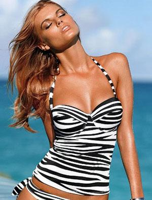 a366c28f9712 Traje de baños y bikinis hot, famosas en la playa | Moda
