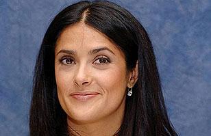 Salma Hayek sufre vergonzoso momento por sugerente polera