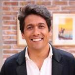 Rafael Araneda se defiende de las burlas por su impermeable blanco en medio del barro