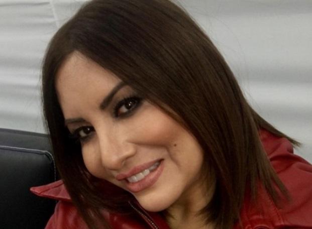 Myriam Se Kardashian Kim A Vestido Un Hernández Con Adelantó Igual dexCorBW
