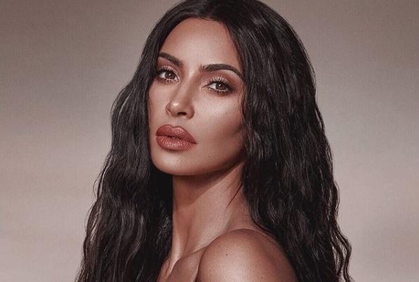 Kim Kardashian opaca a una novia con un vestido que la puso