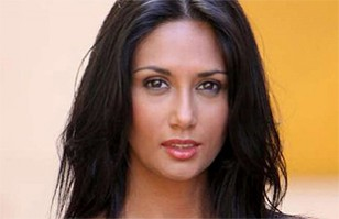 9376253c24 Pamela Díaz copió el look de Jennifer Lopez  Seguidores de