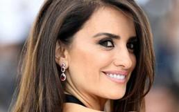 6db4bf105 Penélope Cruz deslumbró en Cannes con este vestido de Chanel  actriz no  dejó indiferente a