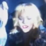 Rihanna desató su furia contra un fan: Lo golpeó con un micrófono