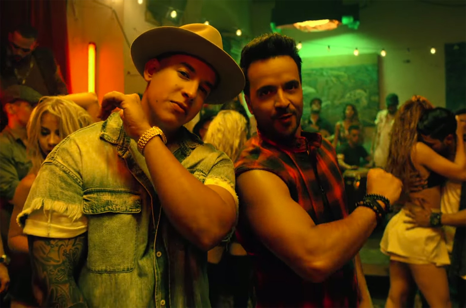 Luis-Fonsi-Despacito-ft.-Daddy-Yankee-screenshot-2017-billboard-1548