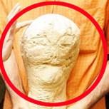 ¿La cabeza de un alien?: Impacto por descubrimiento de extraña escultura