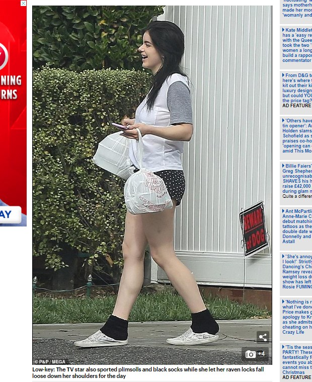 Ariel Winter salió a pasear y aprovechó para botar la basura / Captura www.dailymail.co.uk