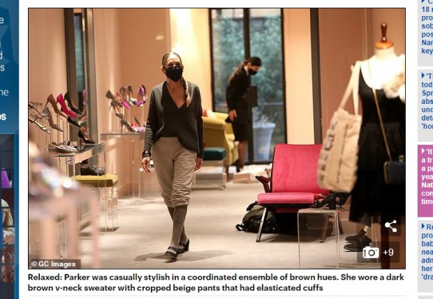 Sarah Jessica Parker, captada en su local de zapatos de Manhattan ¿para alejarse de las polémicas con Kim Cattrall? / Captura www.dailymail.co.uk