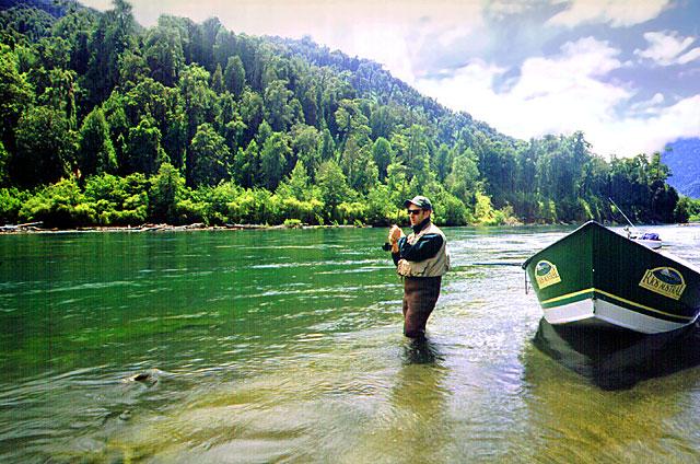 El Petrohué, uno de los ríos recomendados de la décima región de Los Lagos, para flotar y pescar.