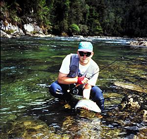 Cómo pescar con mosca en un pozon de un río