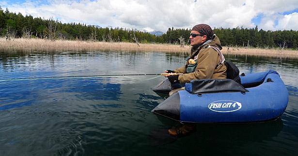 Presentación de scuds en un lago patagónico