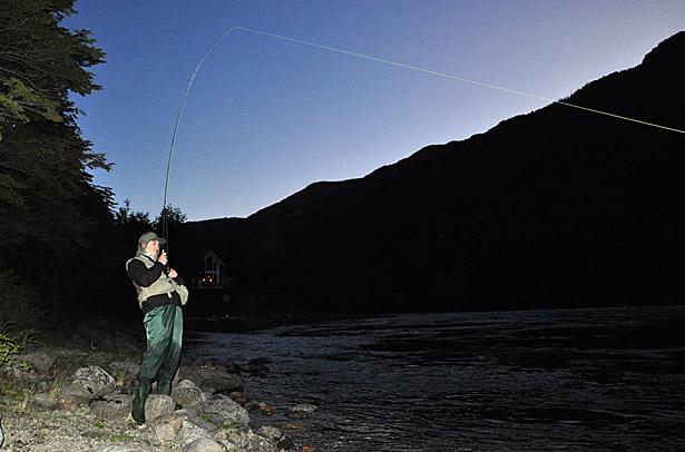 Pescando tarde al final del día