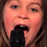 Parece una princesa, pero canta heavy metal que asusta y solo tiene 6 años