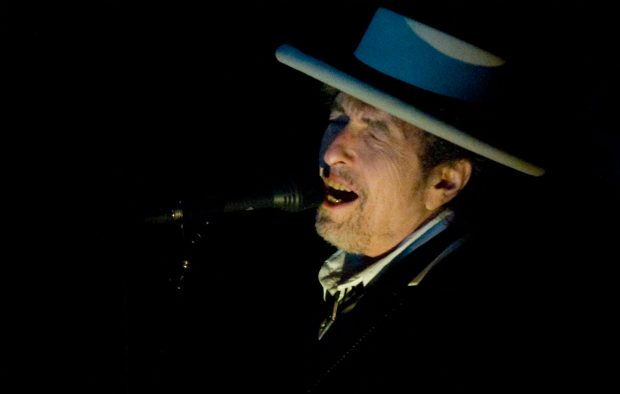 GettyImages-117027003_bob_dylan_2000-620x394