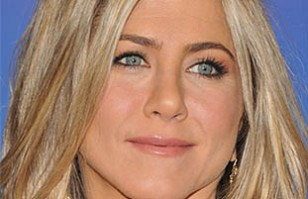 Jennifer Aniston se une sin censura a la moda braless y es foco central de los paparazzis
