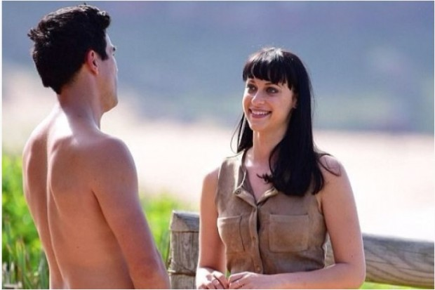 "jessica Falkholt, personificando a Hope Morrison en ""Home and Away"" / www.abc.net.au"