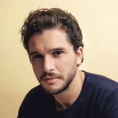 Kit Harrington, por fin, con pelo corto.