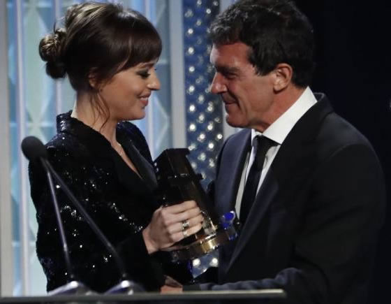 Dakota-johnson-y-antonio-banderas-relacion-unica-3