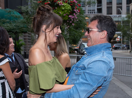 Dakota-johnson-y-antonio-banderas-relacion-unica-6