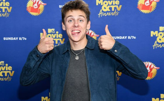 Lo_que_no_sabias_de_Jacob_Bertrand_Hawk_de_Cobra_Kai_2
