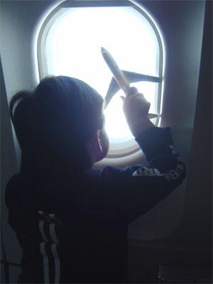 Niños aviones