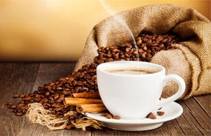 Detectan niveles de azúcar peligrosos para la salud en bebidas de importantes cadenas de café